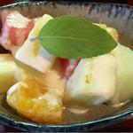 52134317 - カットフルーツ 豆乳ヨーグルト&蜂蜜ソース