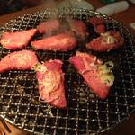 焼肉ざんまい - 牛タン 厚み、旨味ばっちり