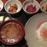 めしの助 - おまかせ朝定食(まぐろ刺・まぐろの角煮・あん肝煮・明太子)
