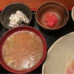 めしの助 - おまかせ朝定食(まぐろ頭肉のお刺身・自家製ツナマヨ・自家製イカの塩辛・明太子)