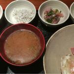 めしの助 - おまかせ朝定食(鯵のたたき・生しらすの沖漬け・釜揚げしらす・明太子)