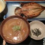 めしの助 - 豚汁定食(鯵の干物)