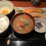 めしの助 - 豚汁定食(焼鮭)