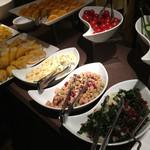 銀座グランドホテル - サラダやフルーツ