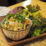 カオマンガイバザール - ヤムタクライ(レモングラスのサラダ)