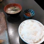 52153392 - 定食のご飯、味噌汁、小鉢のいくら