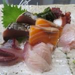 湘南わだち - 飛魚、イサキ、鰹のたたき、サーモン、金目鯛、蛸アップ