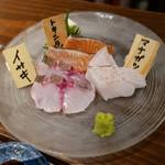 にほん酒食堂 しずく - お造り盛り合わせ(1人前 1500円)