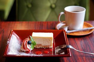 珈琲ぶりこ - スモークチーズケーキとぶりこブレンド。