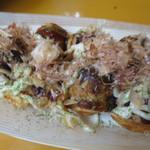 大阪で1番おいしいたこやきくん - カツオ節もかけ放題