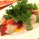 バルザル - ピリ辛水餃子ブッタネスカ パクチー添え 500円