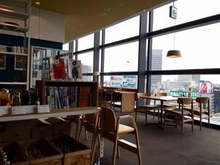 d47食堂 - 開放的で気持ちの良い店内!