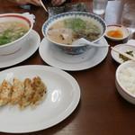 武蔵ラーメン - ラーメンセットの餃子とご飯