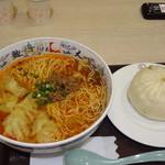 中国大明火鍋城 木の葉キッチン - ワンタン入り坦々麺と肉まん