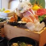 生け簀の銀次 - 別盛り海鮮丼定食