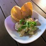 アジアンビストロDai - エビせんで楽しむポテトサラダ