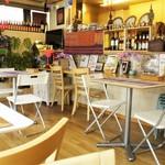 タイサラ タイ レストラン - 昨15年オープン=綺麗な内観