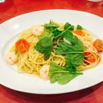 ポルティチェッロ - 2016/6/11 ディナーで利用。 小海老とルーコラのパスタ(1,180円)。 これもまた美味しい! パスタも熱々で!