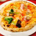 ポルティチェッロ - 2016/6/11 ディナーで利用。 pizzaハーフ&ハーフ(1,430円)。 生地は薄めで、焼きたて、熱々できます(((o(*゚▽゚*)o)))