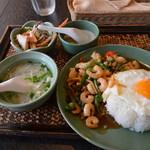 アジアンキッチン サワディー - 【ランチ】シーフードのバジル炒めセット