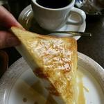 支留比亜珈琲店 - モーニングのメープルトースト