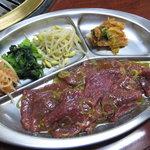 栄楽苑 - 料理写真:カルビ定食