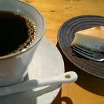おたカフェ - ケーキとセットだと100円引き。