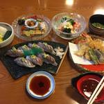 52184669 - あじすし、天ぷら1人前、香の物盛り合わせ、夏の彩り、冷し鉢、冷し吸物椀