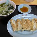 永華餃子館 - 餃子1枚に簡単なスープもついて250円です!