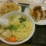 Manshinsaikan - 海鮮麵・五目炒飯・焼き餃子(5個)980円