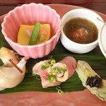 52188576 - 先付八寸/もろこし豆腐、アボカドの天ぷら、レバーを包んだ鴨、つぶ貝