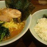 麺家 黒 - ラーメン ライス無料