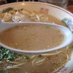 嘘の三八 - もちろん豚骨スープです。