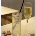 Organic Cafe あたたかなお皿 - 有機ジンジャーエールとグラスワイン