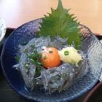 大津漁協直営市場食堂 - 生しらす