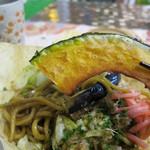吉祥寺 YAKISOBA 四季 - 野菜の素揚げもヘルシーで美味しい