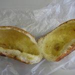 無添加パン まつや - いちじくチーズパン中身
