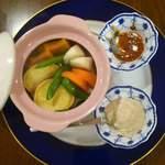 酒音 - 温野菜。    豆腐ベースの和風バーニャカウダーディップで召し上がれ。800円