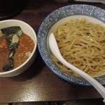 和伊まる - 濃厚煮干し辛鶏つけそば(中盛)