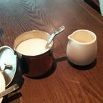 ビストロ エレナ - コーヒーの砂糖とミルク