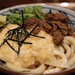 丸亀製麺 - 麦とろ牛ぶっかけ 並 590円。