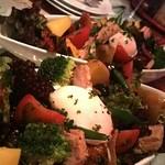 ビストロ・ラ・バニーユ - 国産野菜と静岡産中トロツナのニース風サラダ 1200円