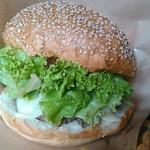 MidCreek Cafe - 野菜もパティも沢山ボリューミー。 野菜が美味しいんです。