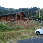 MidCreek Cafe - 山間に佇む、ログハウスです。