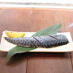 北新地日本酒酒場キャンプ - 炎の炙りたてしめ鯖 大盛り490円