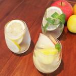 北新地日本酒酒場キャンプ - キャンプ特製!日本酒で作るサングリア!フルーツたっぷり!季節限定のサングリアも!