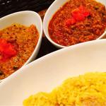 レインボウスパイス - 左が野菜、右がチキン