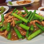 52217577 - ニンニクの芽と豚肉の炒め物 650円(2016年6月)