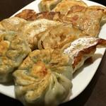 中華料理 菜香菜 - 餃子盛り合わせ