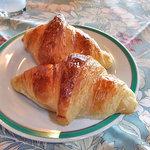 5222174 - 朝食(焼きたてクロワッサン)